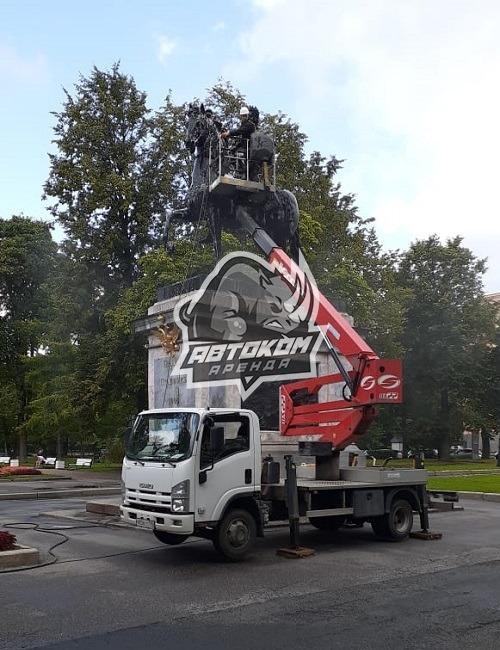 Помывка памятника Пётру 1