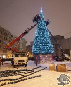 Украшение ёлки автовышки в СПб